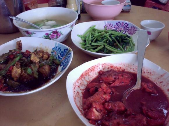 blood red Hockchiew chicken in rice wine dregs