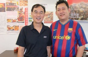 Kenny n Simon(how can a Spurs fan wear Barcelona?)