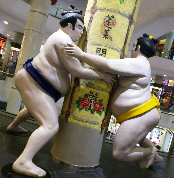 sumo wrestlers in Terminal 21