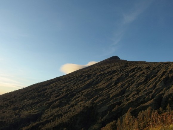Mt Rinjani (3,726m) is second highest active volcano in Indonesia
