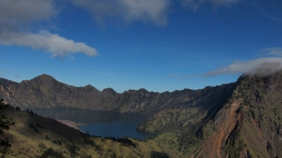 Lovely spectacular views of the volcanic crater lake.