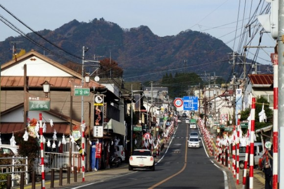 Walking through the town to the entrance of the Takahicho Gorge. Photos by Khoon.