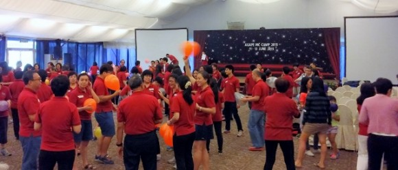 Ice breakers that got Chinese and English congregations to mingle and play