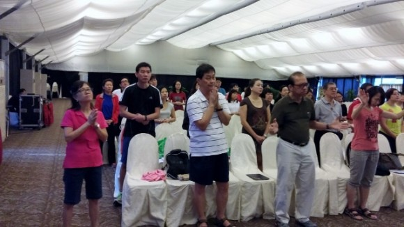 Singing to the Lord before the talks and practice sessions