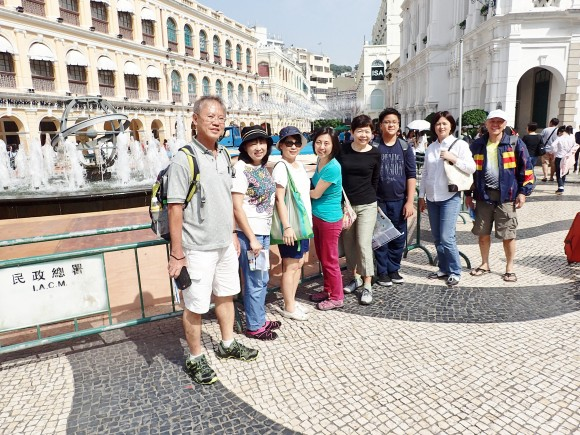 At famous Senada Square, starting point to ruins of St Paul's Cathedral