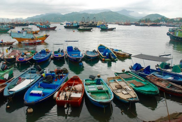Cheung Chau is a fishing village so its full of fishing boats in the harbour.