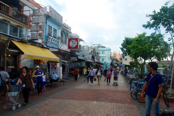 Cheung Chau pier is lined with supermarkets, seafood and tim sum restaurants, cafes, dried seafood stalls, bicycle hire shops and a MacDonalds.