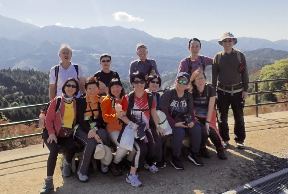 Now the real hike begins. One final pose with mountain range in the background.